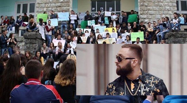 Në protestë studentët përdorin edhe tekstet e Majkit