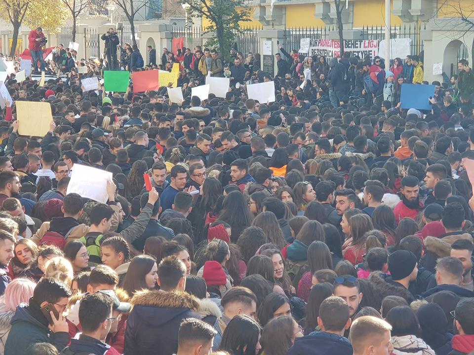 Studentët në Tiranë kërkojnë edhe lirimin e reperit Stresi