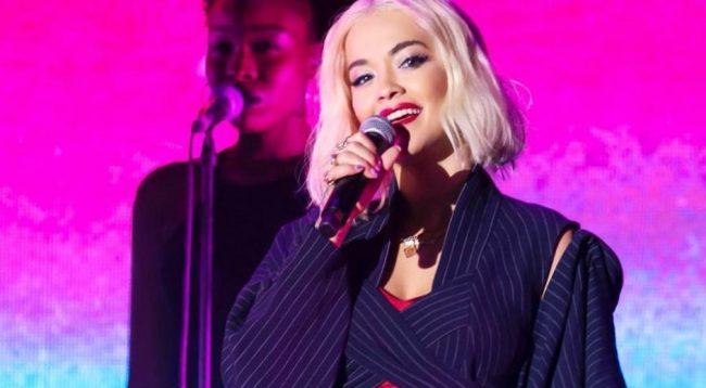 Rita Ora me performancë magjike në natën e ndërrimit të viteve
