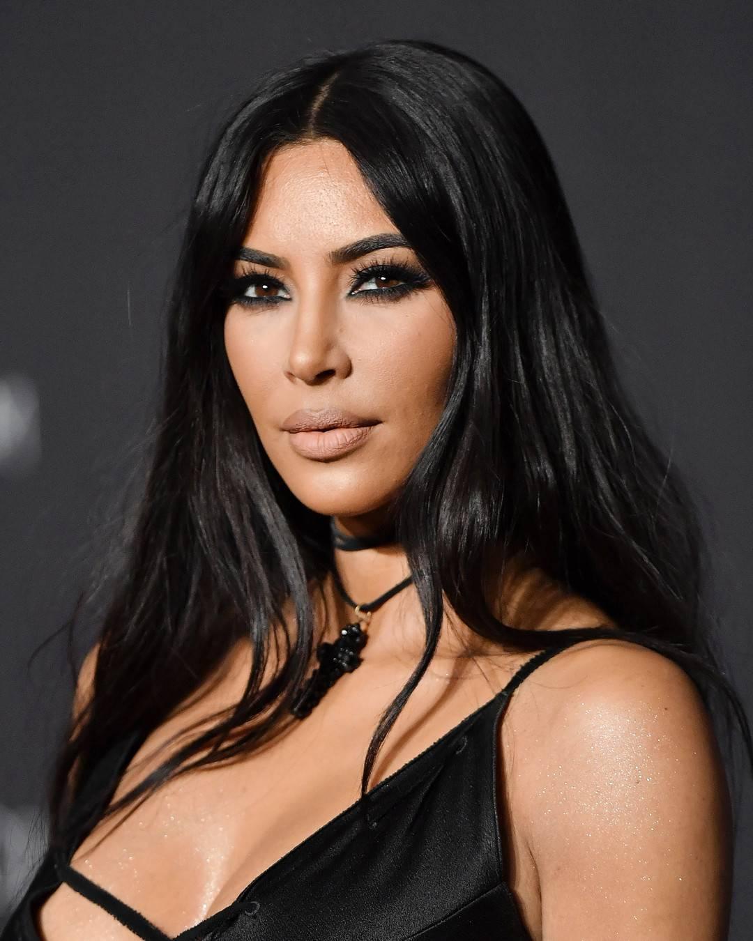 Kjo sëmundje i është përhapur edhe në fytyrë Kim Kardashianit, duket e tmerrshme