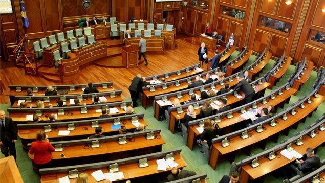 Deputetët  votojnë Ligjin për zyrtarë publikë
