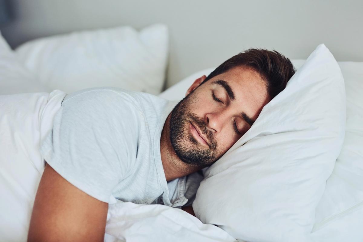 Cilat probleme shkaktohen nëse flini më shumë se tetë orë?