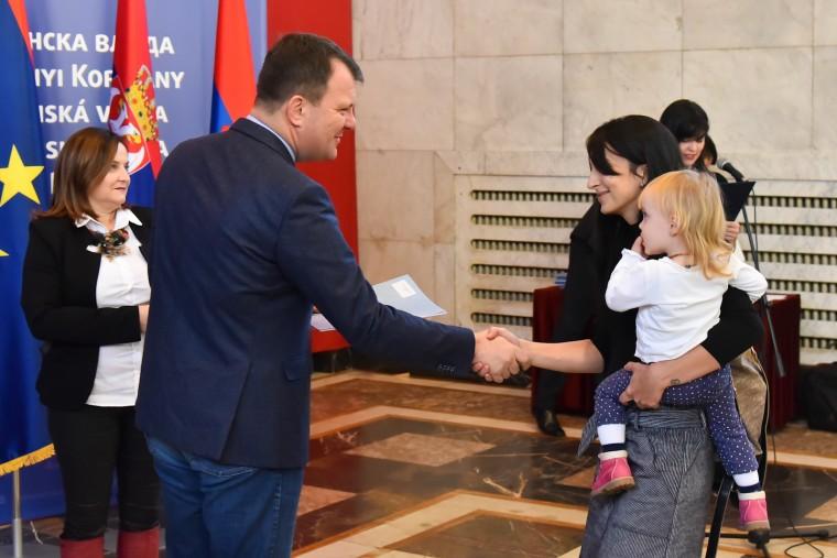 Vojvodina në hall me rënien e natalitetit, ndan grante për familjet me nga tre dhe katër fëmijë