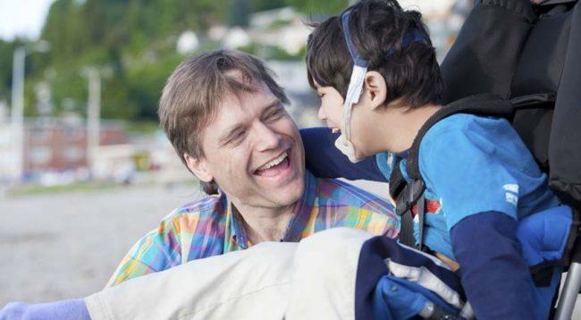 Gjëra që nuk duhet t'ia thoni kurrë prindërve të fëmijëve me aftësi të kufizuara