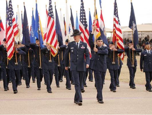"""""""Zoti e bekoftë Amerikën, Zoti e bekoftë Kosovën"""", brohorasin ushtarët amerikanë"""