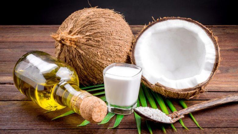 Vaji i kokosit më i mirë se pastat e dhëmbëve
