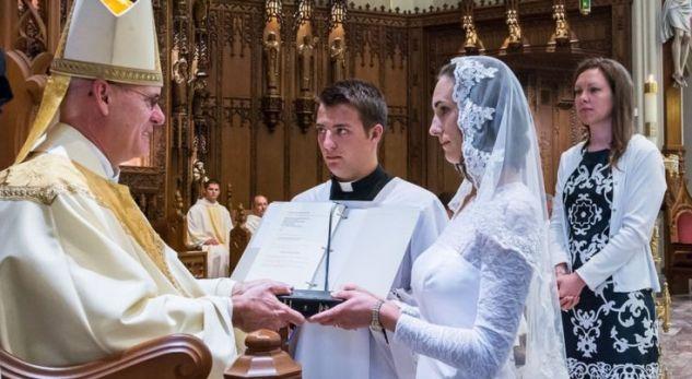 """Virgjëresha amerikane: """"Po martohem me Krishtin"""""""