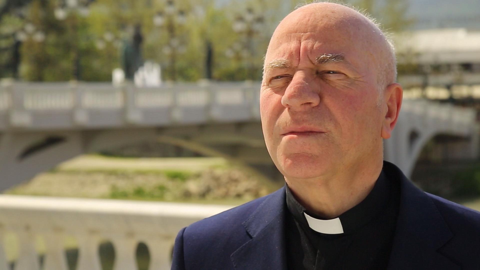 Don Lush Gjergji tregon se sa janë në rrugë të Zotit politikanët në Kosovë