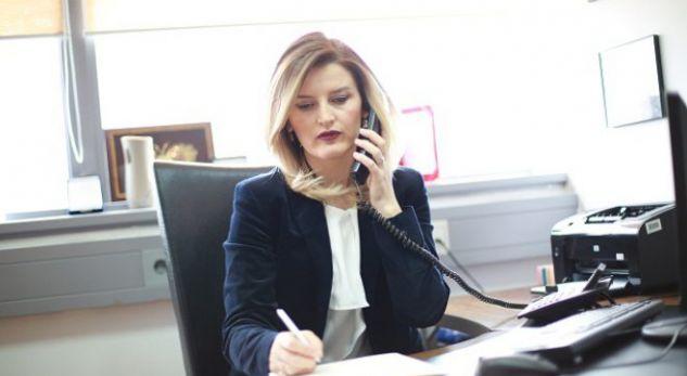 Dhurata Hoxha nuk përmbahet, e kthen Ministrinë e Integrimeve në institucion privat