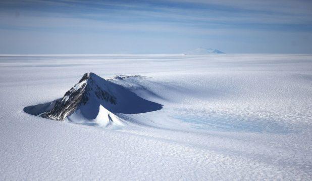Zbulohet një liqen poshtë antarktikut i varrosur 3.500 metra nën akull
