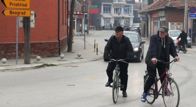 Reportazhi i BBC-së: Shqiptarë e serbë pinë kafe bashkë në Bujanovc vetëm kur bëjnë biznes