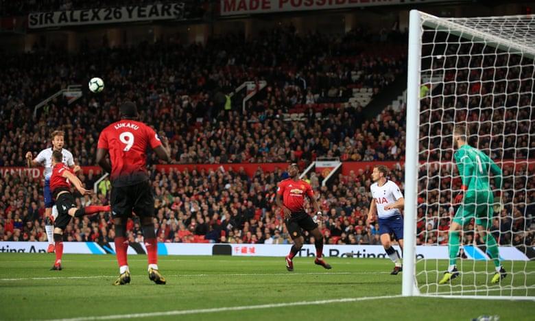 Manchester United nuk ndalet, mposht edhe Tottenhamin
