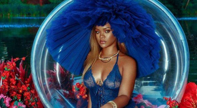 Rihanna 'ngrit' temperaturat, pozon veç në të brendshme