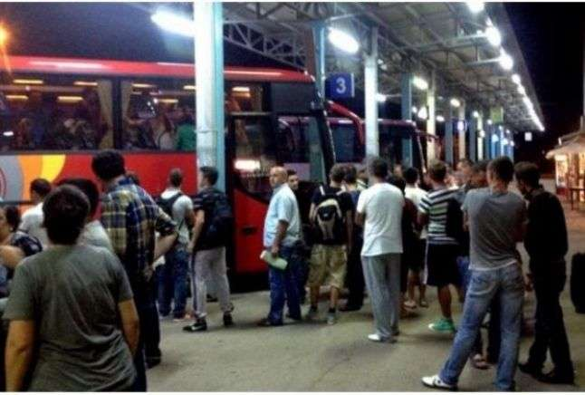 Shpërngulje masive e të rinjve nga Kamenica drejt Evropës