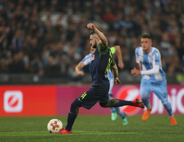 """Valon Berisha """"kërcënon"""" yjet e Lazio-s, dikush duhet të largohet për të!"""