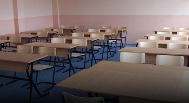 Greva në arsim po kryen javën e tretë, por në disa shkolla në Gjakovë mësimi po mbahet