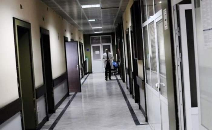 Administrata në QKUK paguhet më shumë se kirurgët specialistë