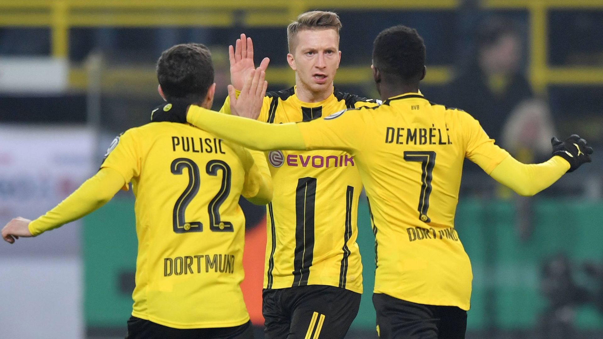 Zyrtare, Chelsea blen yllin e Dortmundit