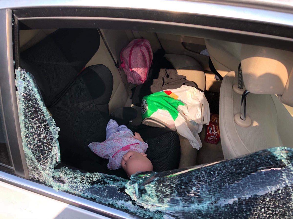 Mërgimtarit i vjedhin në veturë