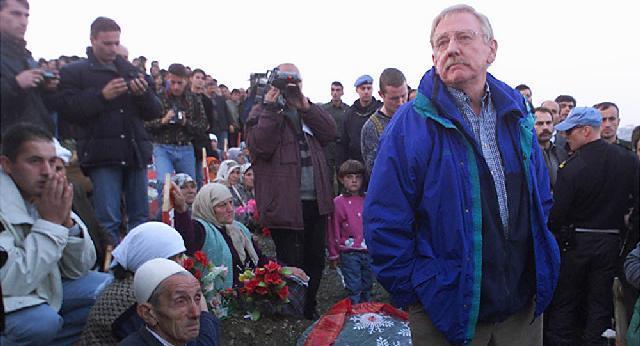 Walker: Krerët e luftës duhet të largohen nga skena politike, është koha e brezit të ri në Kosovë