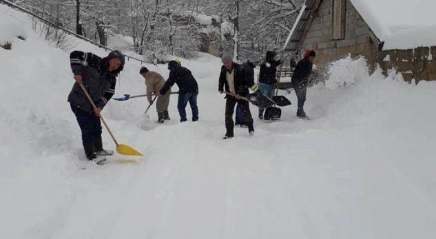 Edhe qytetarët e Istogut mobilizohen për heqjen e borës