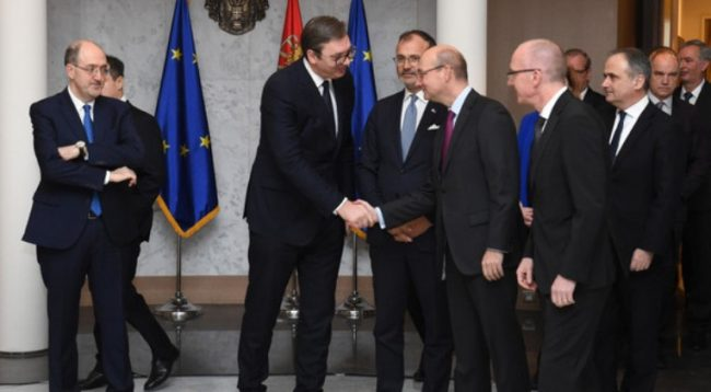 Vuçiq, ambasadorëve të BE-së: Më vie keq, por Kosova është e interesuar vetëm çfarë thotë Amerika
