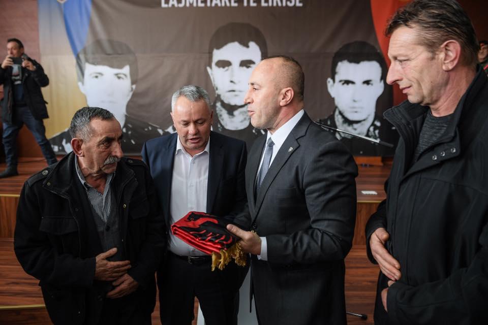 Në praninë e kryeministrit Haradinaj dy familje i japin fund hasmërisë