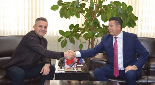 Bekim Jashari përkrah peticionin për bashkimin e qytetit të Mitrovicë