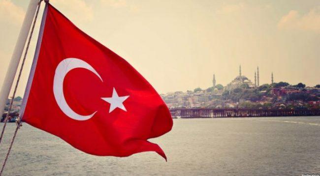 Turqia feston 98 vjetorin e pavarësisë