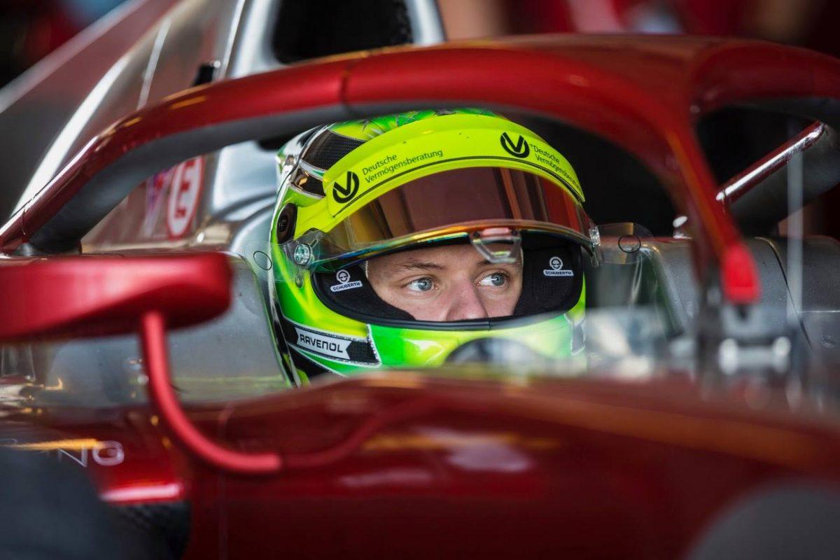 Schumacher nënshkruan me Ferrarin