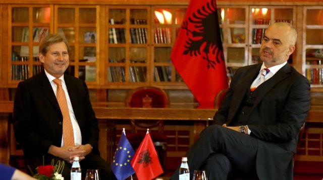 Pas Kosovës, Hahn sot do të vizitojë edhe Shqipërinë