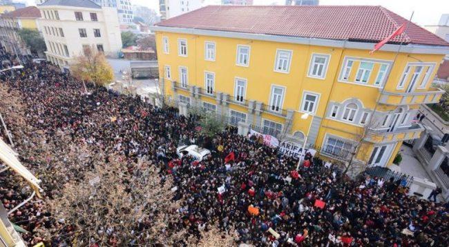 Studentët e Shqipërisë vazhdojnë protestat