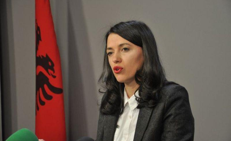Haxhiu ka disa fjalë për analistët që e 'duan Kosovën'