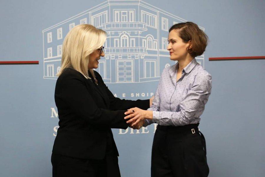 Besa Shahini, zyrtarisht ministre e Arsimit në Shqipëri