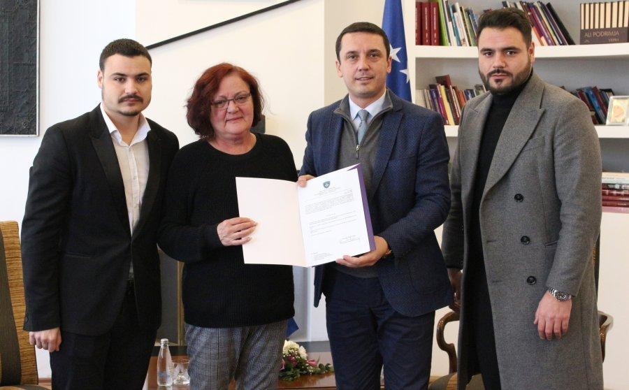 Fadil Vokrrit i njihet statusi i qytetarit me merita të veçanta, familja e tij merr nga 1000 euro në muaj