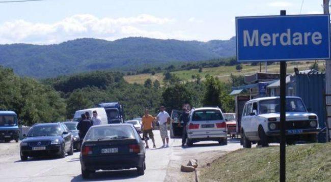 Mërgimtarët e lëshojnë Kosovën, dy orë e gjysmë pritje në Merdare