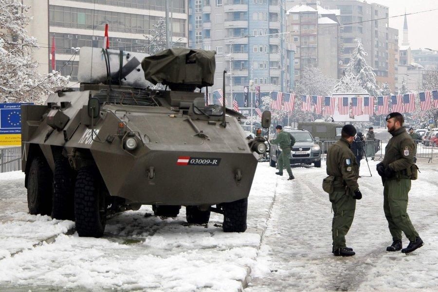 Pa paralajmërim, Thaçi takoi në Berlin ambasadorin amerikan – i premtoi heqjen e taksës ndaj Serbisë
