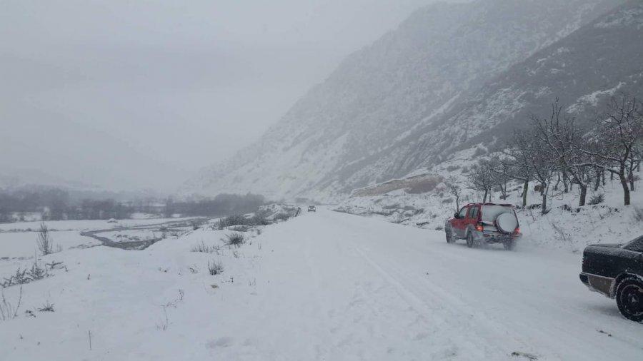Fshatrat e Komunës së Prishtinës të bllokuara nga bora (VIDEO)