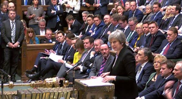 Britani, deputetët votojnë kundër Brexit pa marrëveshje