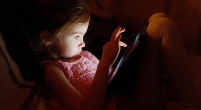 Ky është sugjerimi nga studimi britanik për ekranet që janë të dëmshëm për fëmijët