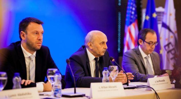 Abrashi i përgjigjet AAK-së: Qeveria ka dështuar, duhen vendime të ligjshme evropiane