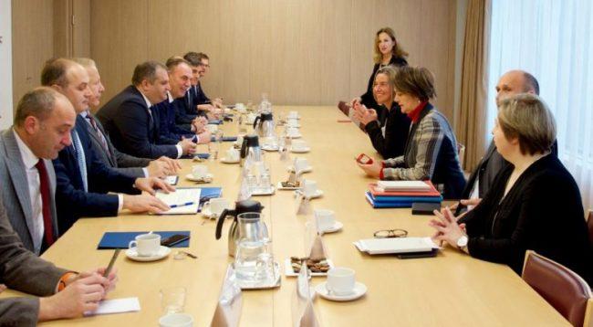 """""""Ekipit Negociator me Serbinë i mungojnë ekspertët"""""""