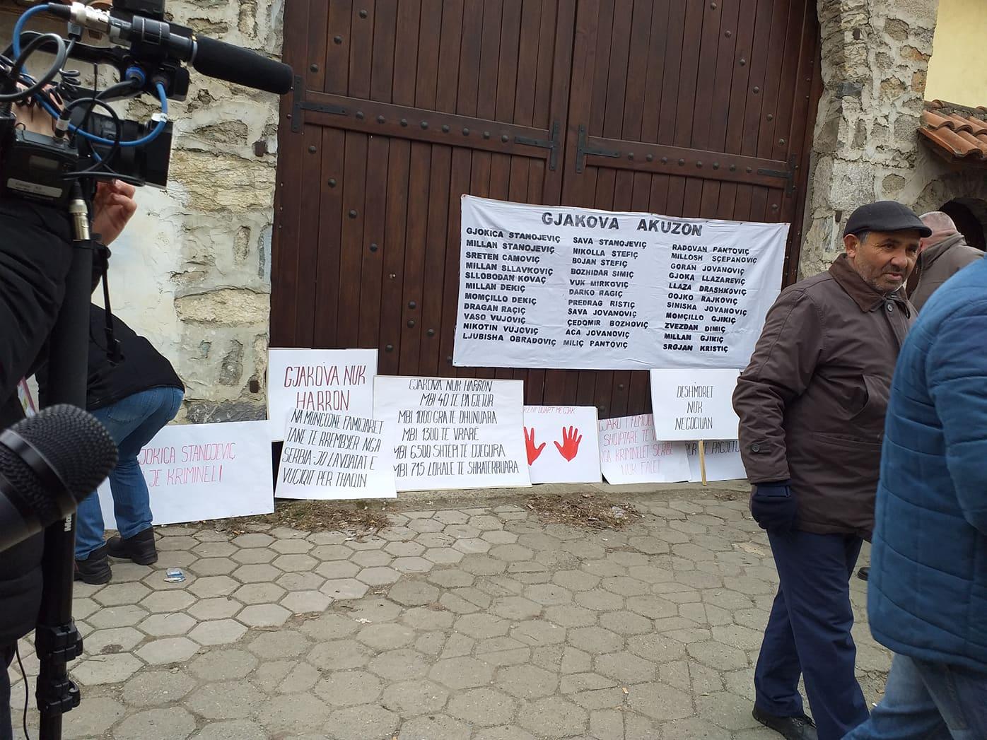 Shpërndahen protestuesit, pelegrinët serb nuk erdhën në Gjakovë