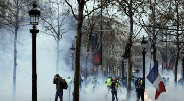Francë, vijojnë protestat, mbi 100 të arrestuar