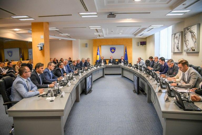 Mblidhet kabineti qeveritar, çka do të diskutohet?