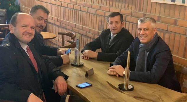 Thaçi e shpërndan foton e Remit në Hagë, komentuesit: Ti e çove atje