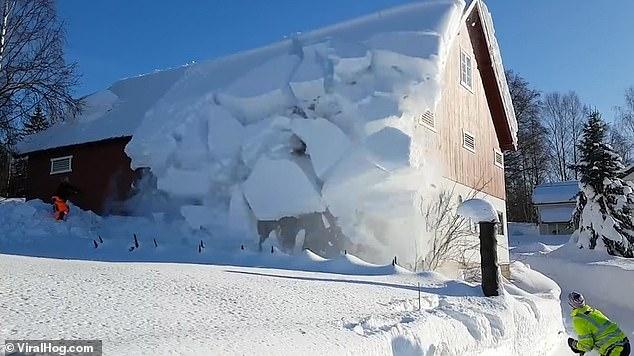 Çifti gjen një zgjidhje ideale për të shkundur çatinë nga bora (VIDEO)