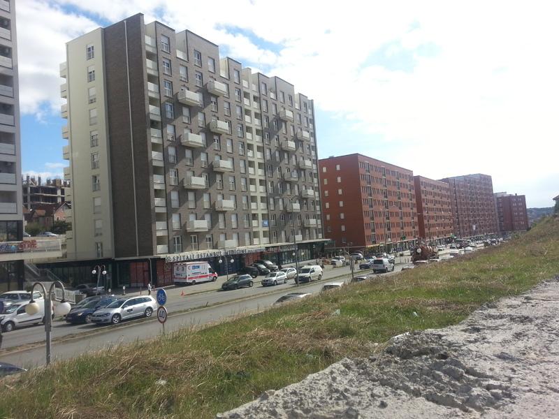 Prishet asfalti dy centimetërshe në këtë pjesë të kryeqytetit