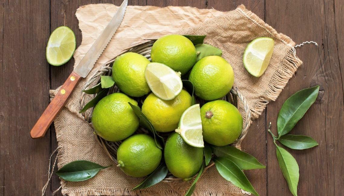 Këto janë përfitimet shëndetësore të limonit jeshil