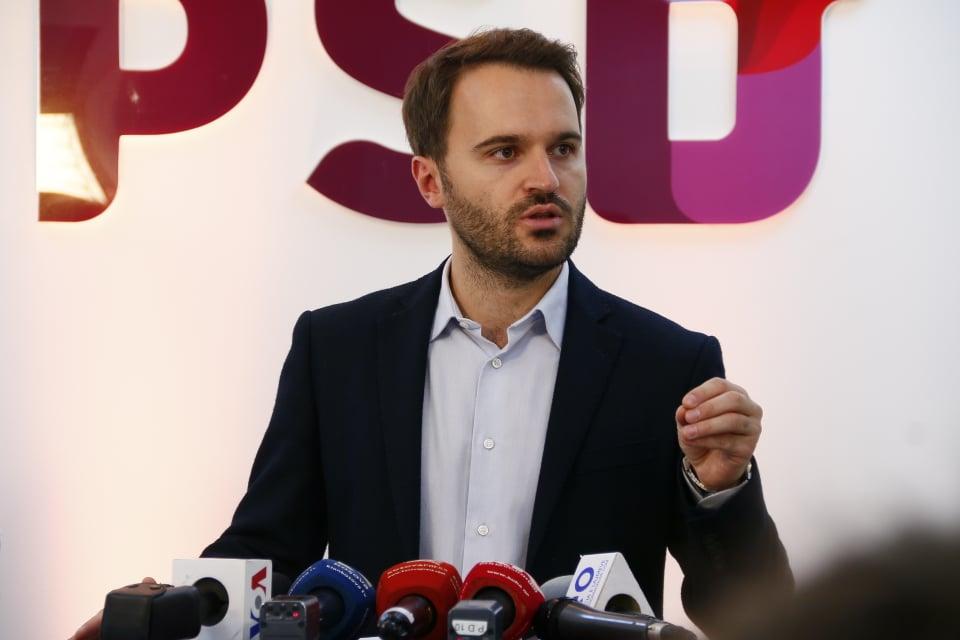 """Frashër Krasniqi e quan """"profet"""" Albin Kurtin"""